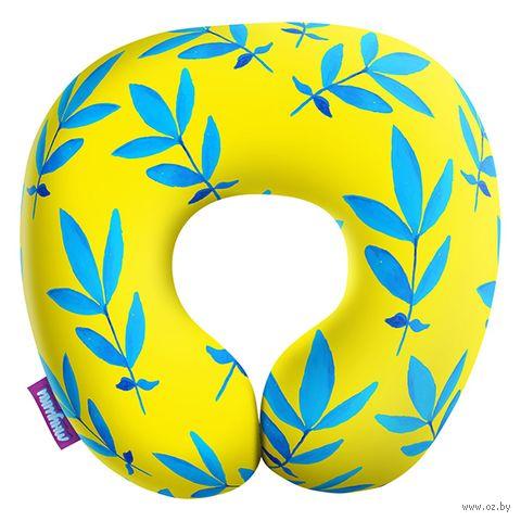 """Подушка под шею """"Листочки. Большие листья"""" (29х29 см; жёлтая) — фото, картинка"""