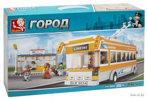 """Конструктор """"Троллейбус на остановке"""" (457 деталей) — фото, картинка"""