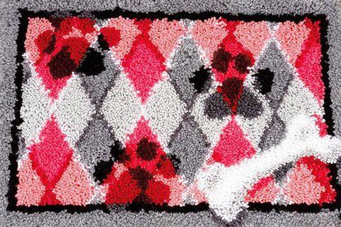 """Вышивка в ковровой технике """"Коврик. Собачьи следы"""" (400х400 мм) — фото, картинка"""
