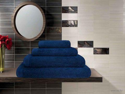 Полотенце махровое (70x140 см; темно-синее) — фото, картинка